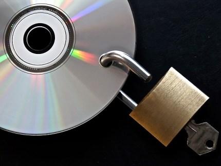 Muchos clientes se preguntan por la seguridad de los datos al contratar un CRM online. Por eso en Trebede.com nos tomamos la seguridad muy en serio. Una de las ventajas de trabajar con aplicaciones online o en la nube es precisamente que se pueden olvidar de hacer copias de seguridad. Nuestros datos quedan almacenados en un servidor y si perdemos nuestro ordenador por deterioro o sufrimos un robo, podemos recuperarlos inmediatamente.