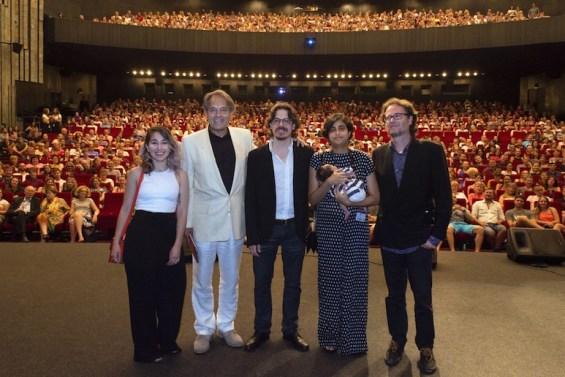 Equipo de Miriam miente en el Festival de Karlovy Vary: la agente de ventas Marta Hernando, el periodista y coproductor Paco Poch, los directores Oriol Estrada y Natalia Cabral, y el productor Jordi Comellas.