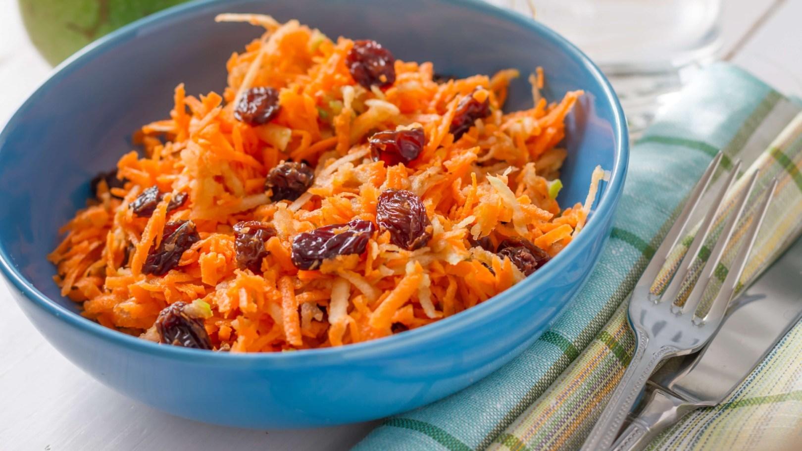 Salade de carottes, raisin, pomme et citron