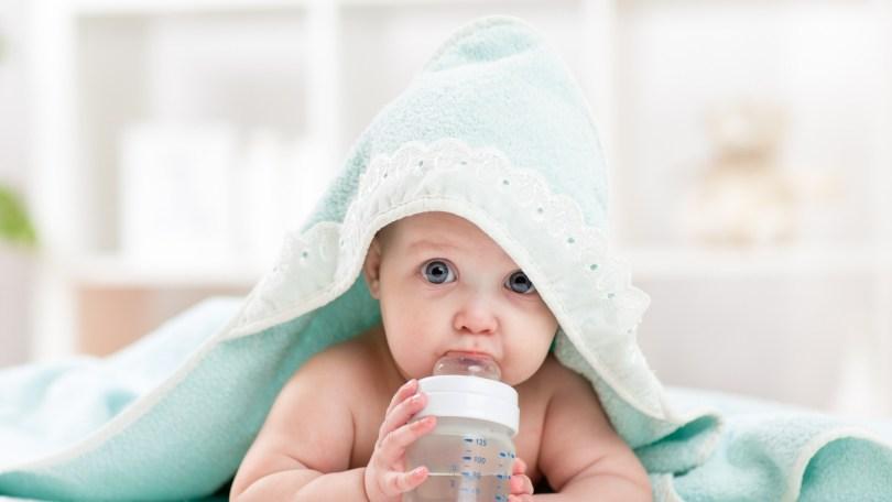 Que faire si votre bébé ne veut pas boire l'eau proposée ?