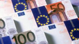 social trading,vantaggi e svantaggi quanti soldi in banca a 40 anni