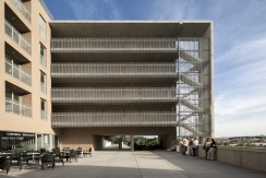 Habitatges de protecció oficial per a majors de 65 anys, Centre Joan Suñer, Girona