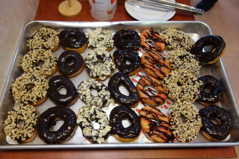 Dinner onboard in the indian Ocean - Donuts for dessert2741