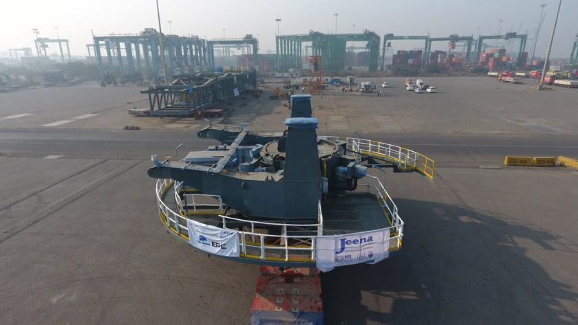 154 ton barge loader slewdeck