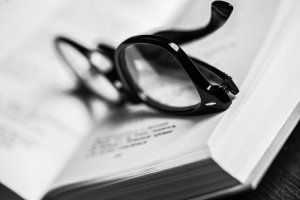 How to write the abstract and the summary of a study - Image by Racool_studio from Freepic