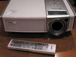 BenQ PE7700 - DLP-проекторы с истинным разрешением HDTV стали еще доступнее