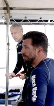 anderson cooper about to dive with bentprop