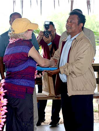 President Remengesau spoke for all Palauan people and presented Palau's national flag to Robin.
