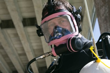 bentprop teammate Jeff wearing full face mask for diving using technology for search recover MIA- Photo By Harry Parker Photography