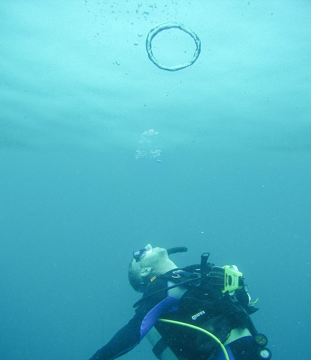 Flip Colmer Scuba diving blowing bubble rings