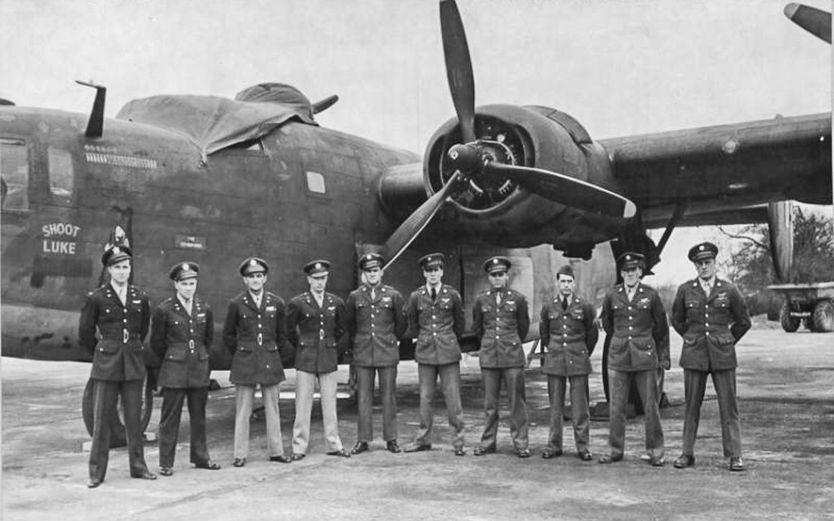 "B-24D ""Shoot Luke' Crew"