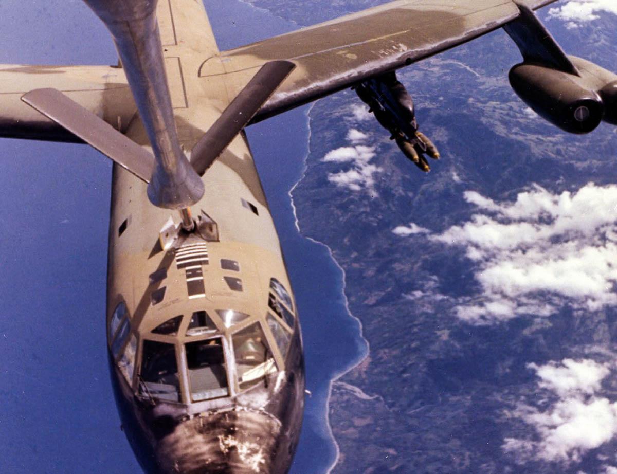 B-52 refueling inflight
