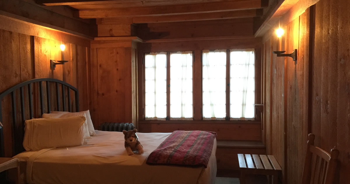 Project Small House: Inspiration – Bedroom at Old Faithful Inn