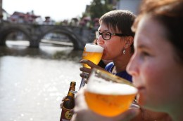 Bier in vrouwenhanden (Visit Mechelen - Layla Aerts)