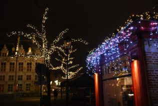 Kerstverlichting aan Bar Klak in Mechelen