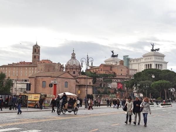 A Via dei Fori Imperiali - não tem uma vez que a gente vá a Roma e não passe por lá!