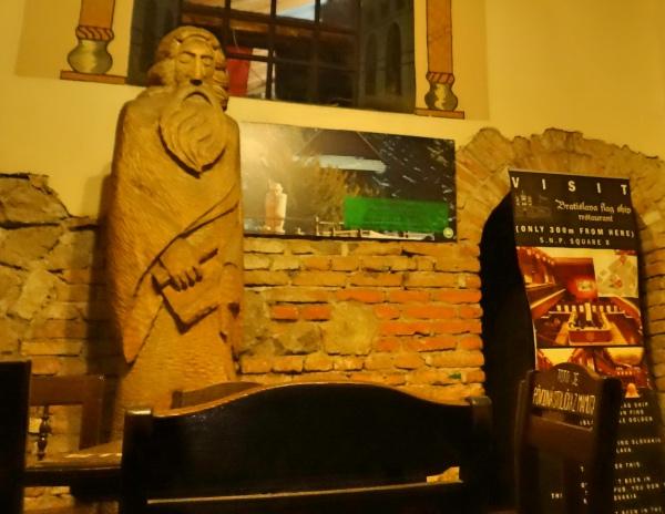 Dentro do Slovak Pub
