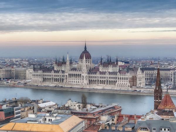 O lindo edifício do Parlamento Hungaro visto do Bastião dos Pescadores