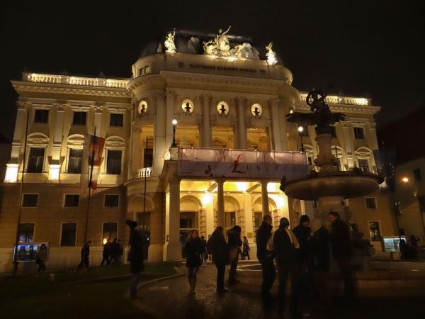 A fachada do teatro