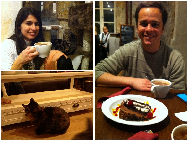 Comendo no Le Cafe des Chats Paris
