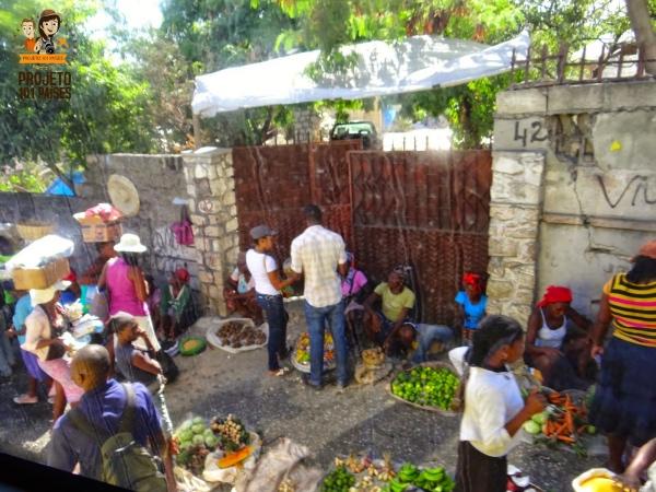 Frutas e verduras vendidas na rua em Porto Principe