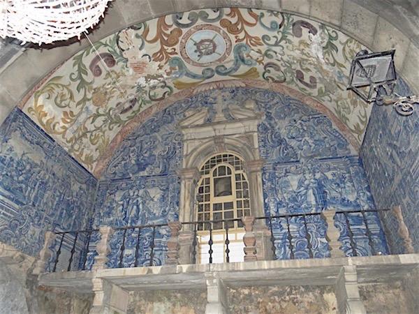 Resquícios da capela destruída