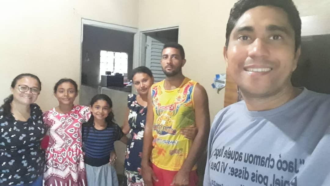 Nesta tarde Deus nos levou a casa desta família o Sr. Antônio e Sandra as crianças são Juliana e Jaqueline.