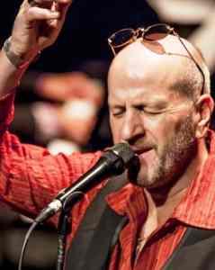 Frans van Deursen zingt Leo Vroomans