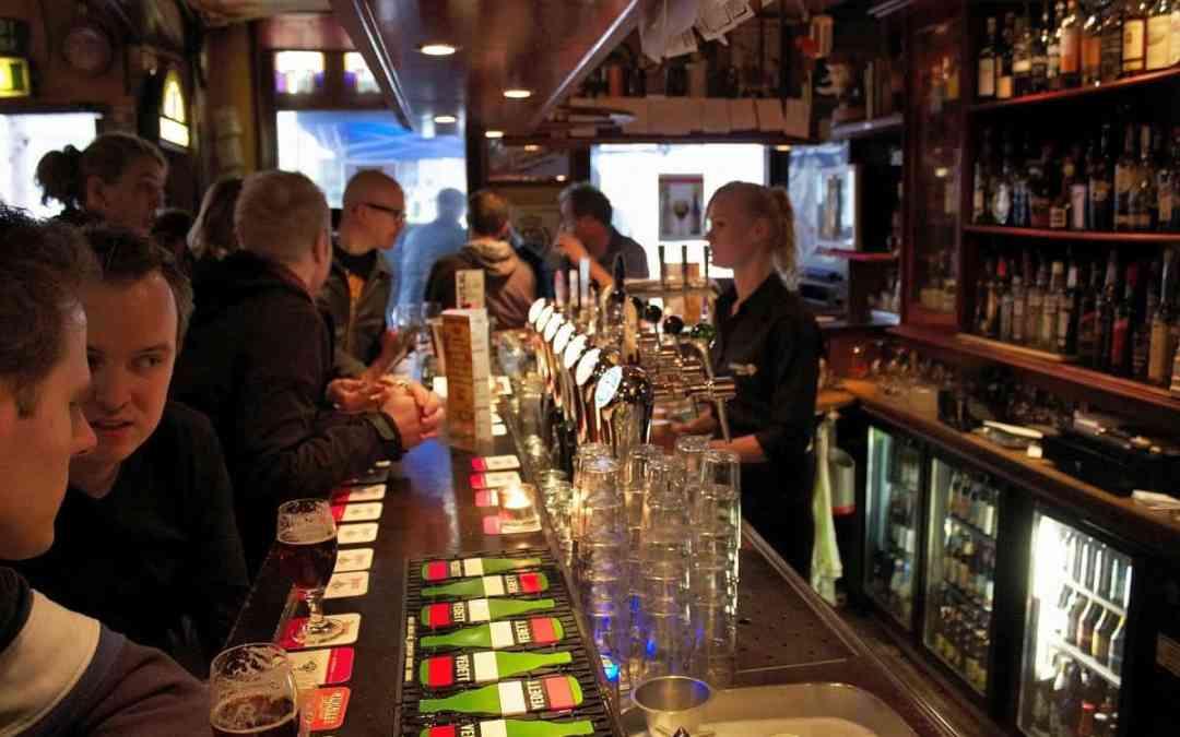 Honderden wandelende bierliefhebbers bij derde Bokkewandeling Leiden