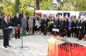 Rivarroset Ahmet Zogu me ceremoni