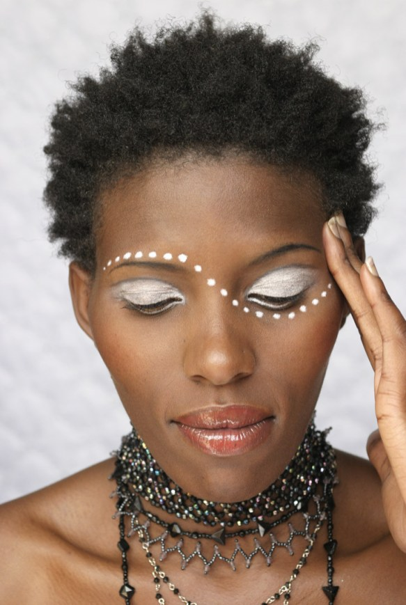Apaphia Model Shoot MakeUp white smokey eye