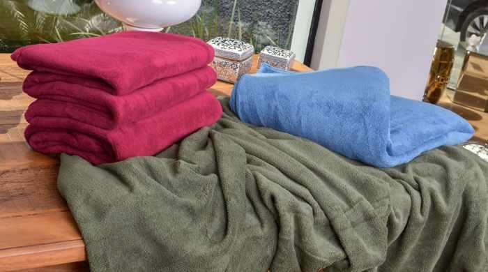 Lojas Leader promoção de cobertores, mantas e edredons