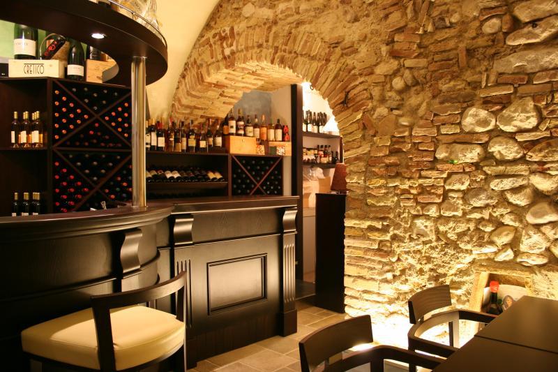 tap wine bar  Angelo BUCCI