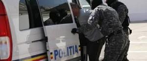 retinuti de poliţişti