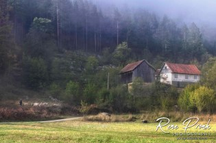 Most of the houses in the valley are abandoned or serve as a weekend house for city dwellers.