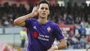 Nikola Kalinic of Fiorentina scores 1-1 goal during the Italian Serie A soccer match Napoli-Fiorentina at the San Paolo stadium in Naples, Italy, 18 October 2015. ANSA / CIRO FUSCO