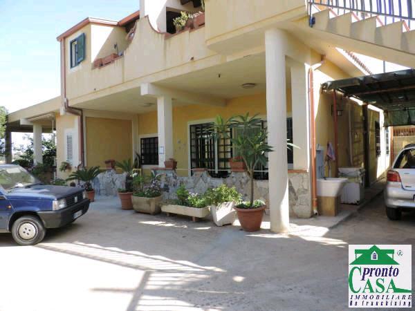 Pronto Casa: Appartamento in villa a Marina di Ragusa in Affitto a Marina di Ragusa Foto 1