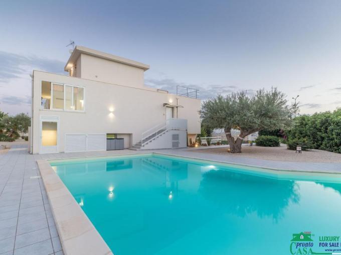Pronto Casa: Villa luxury con piscina a Donnalucata in Vendita a Scicli Foto 1