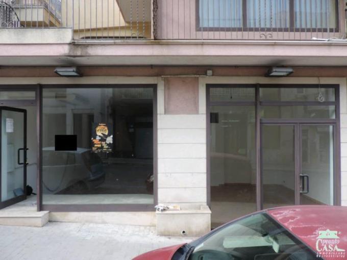Pronto Casa: Locale commerciale 3 locali a Ragusa in Vendita a Ragusa Foto 1