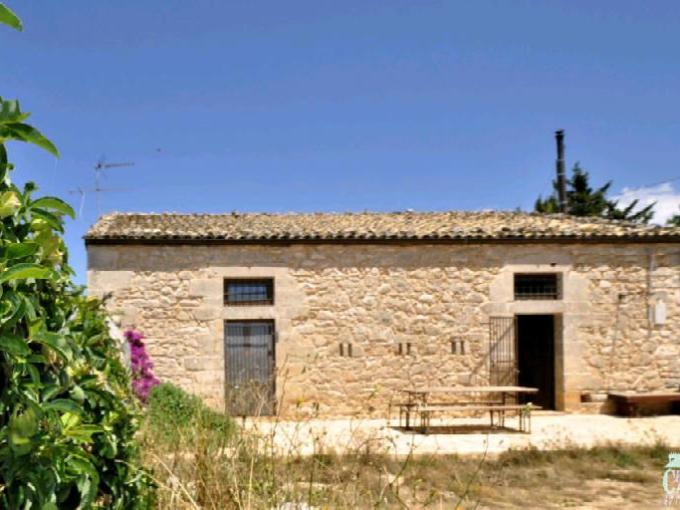 Pronto Casa: Casale nelle campagne Ragusane in Vendita a Ragusa Foto 1
