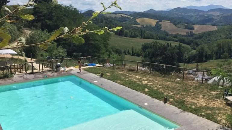 Een zwembad met ongekend uitzicht