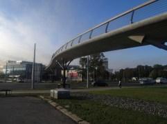 SO 208 - Lávka pro pěší přes Tř. Svobody a obtok Mlýnského potoka. Lávka slouží pouze pro vstup do OC Šantovka. S tramvajovou tratí nesouvisí. Financoval soukromý investor.