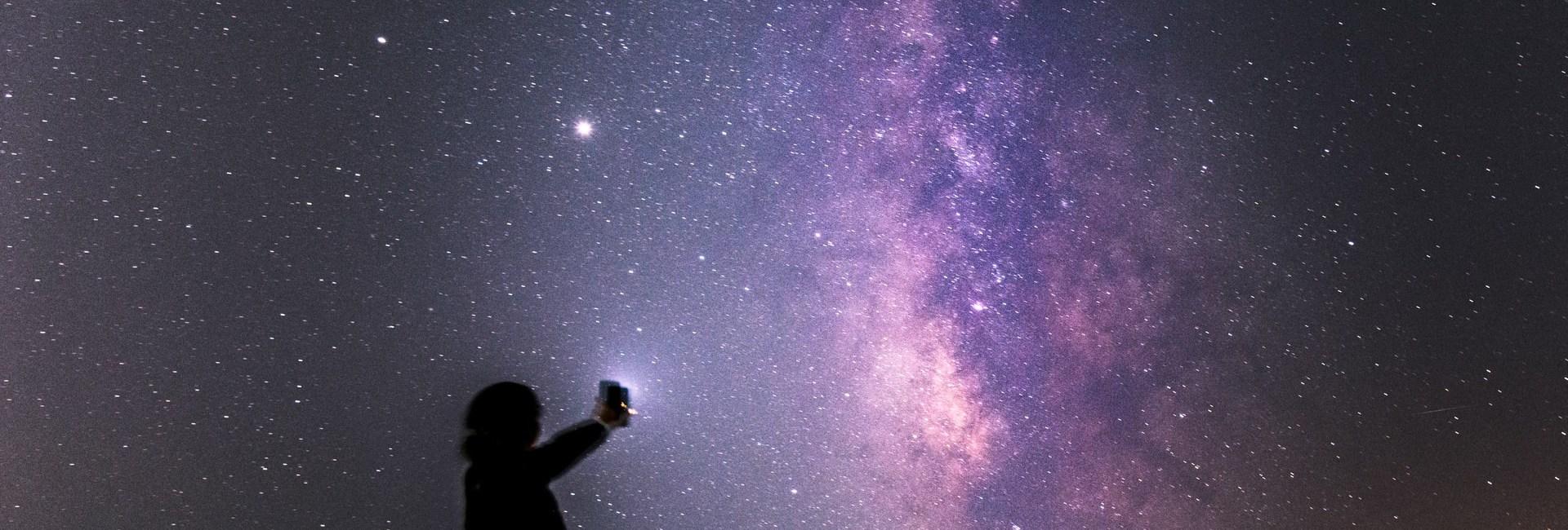 Κι εγώ σε ρωτώ, πέφτουνε τα αστέρια; – Του Σπύρου Χαριτάτου