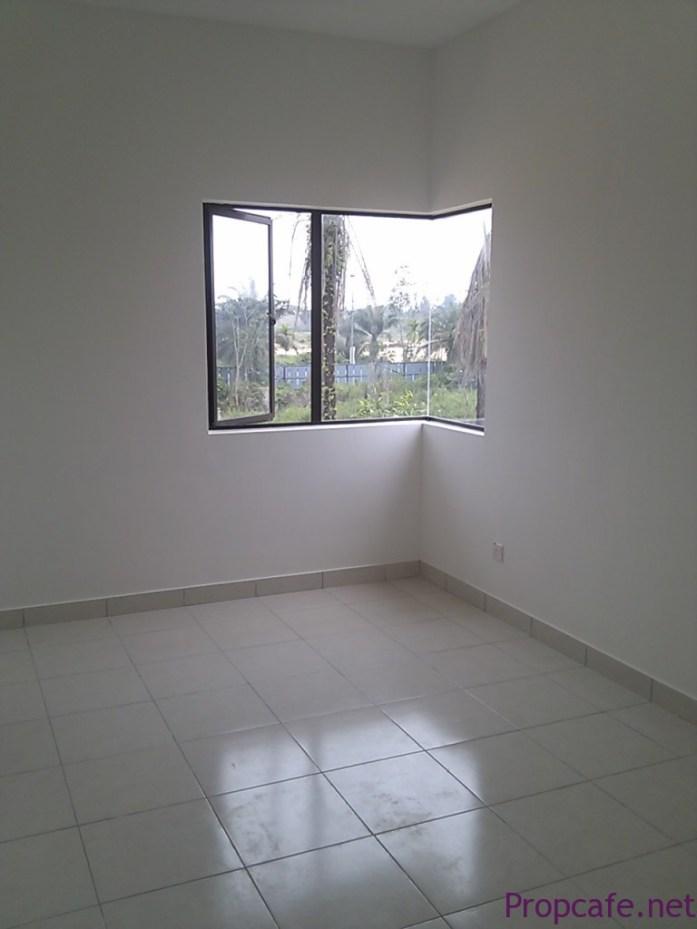Bedroom 2 (Bare)