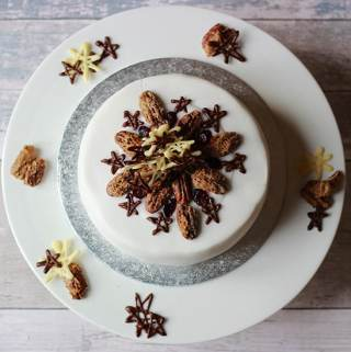 ProperFoodie's Christmas Cake and lining a cake tin