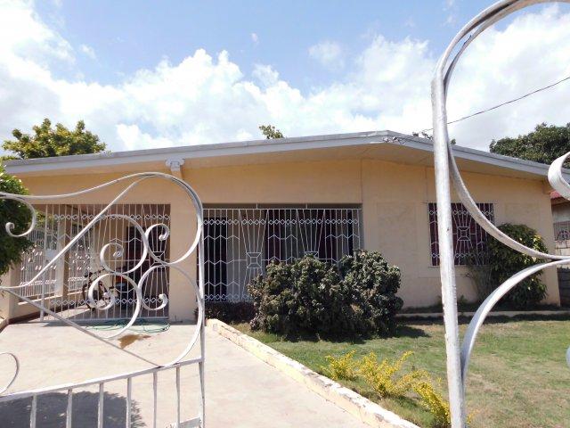 House For Sale in Three Oaks Gardens Kingston  St
