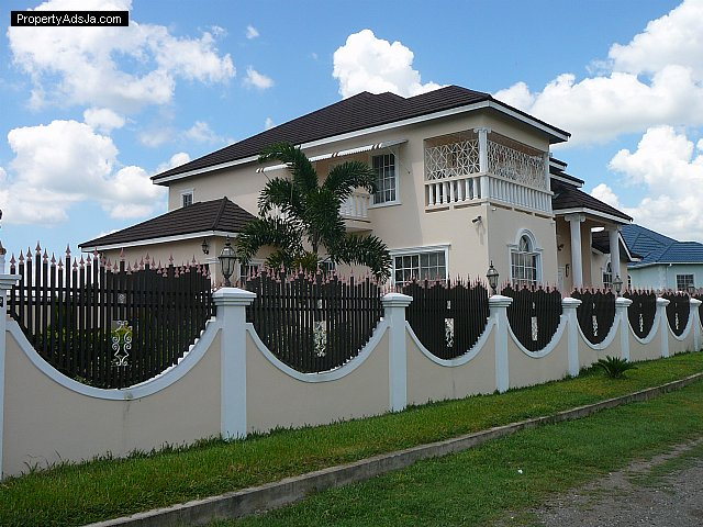House For Sale In MAY PEN CLARENDON JAMAICA WEST INDIES