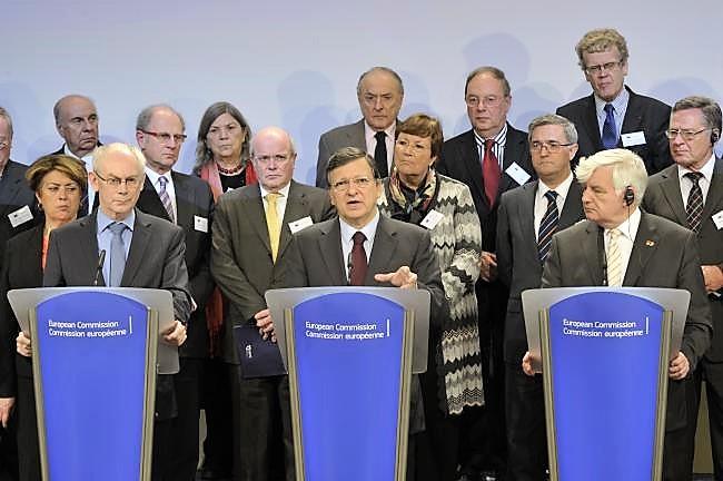 La Unión Europea escucha las propuestas masónicas de mejora social. En la imagen, el presidente de la Comisión Europea en 2012, con destacados masones europeos, entre ellos, nuestro colaborador.