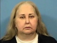 Illinois Bookkeeper charged with stealing $400,000 from dental office; bail set at $300k