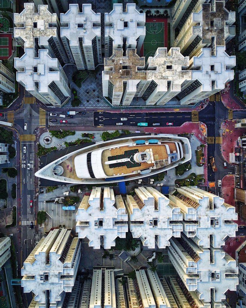 Μέσα στην πυκνοκατοικημένη πόλη του Χονγκ Κονγκ και ανάμεσα στα παράξενα κτίρια με τα ιδιαίτερα μοτίβα κρύβεται μία έκπληξη... Ενα εμπορικό κέντρο σε σχήμα καραβιού